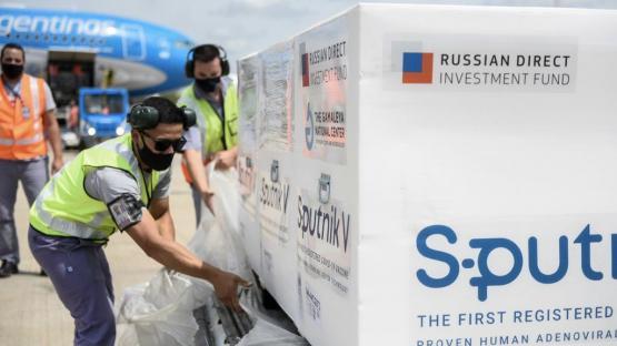 Partirán dos aviones a Moscú para buscar dos millones de vacunas