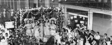 Tucumán retro: desfile de carrozas en los años 50