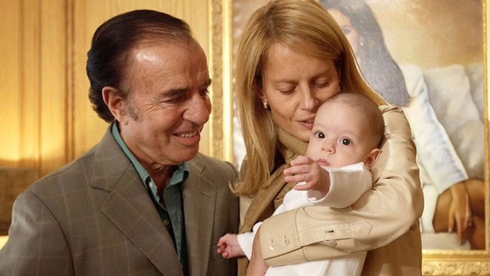 TIEMPOS FELICES. Menem y Bolocco, cuando su hijo Máximo era un bebé. FOTO TOMADA DE DIAADIA.COM.AR