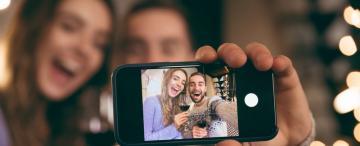 ¿Por qué nos obsesionamos con registrar todo con nuestro celular?