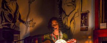 Una golondrina santafesina trae sus canciones y su poesía