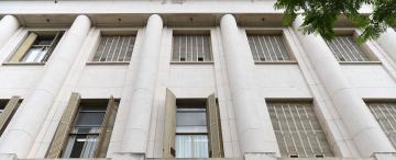 La Corte abre un sumario a su funcionario arrestado