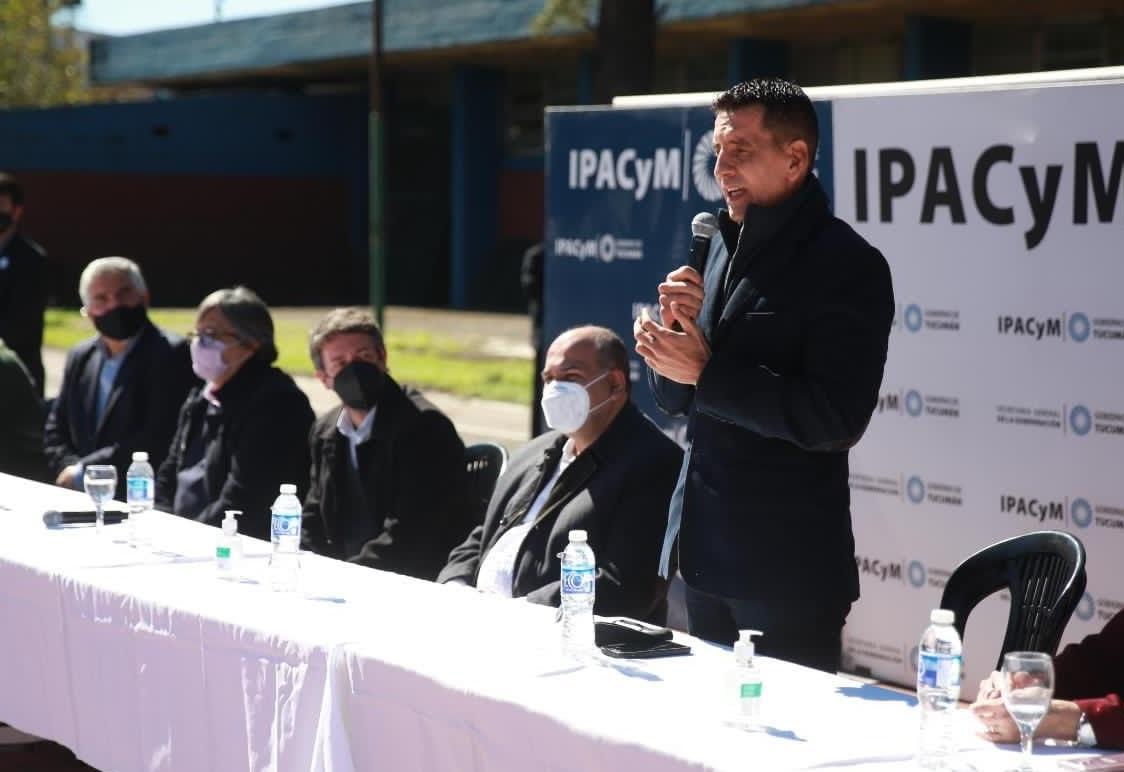 REFERENTE MANZURISTA. El legislador Gerónimo Vargas Aignasse, en un evento oficial junto al gobernador. Foto de Twitter @GeroVAignasse