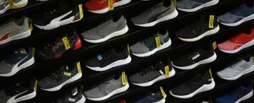¿Cuántas horas de trabajo se requieren para comprar un par de zapatillas?