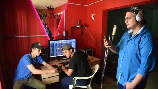 Crearon su propio estudio de grabación para freestyle
