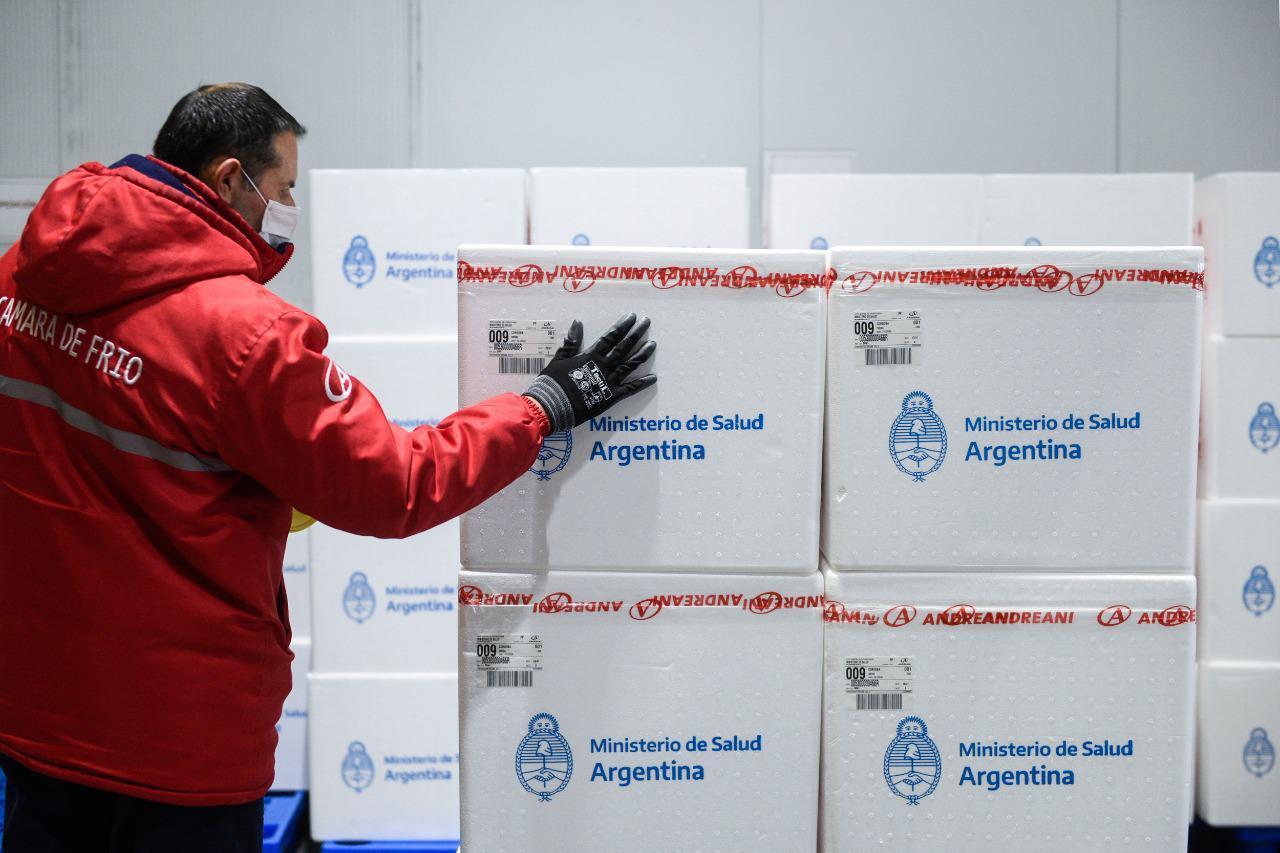 CARGAMENTOS. Las vacunas comenzaron a ser distribuidas por todo el territorio nacional. Foto: Ministerio de Salud de la Nación