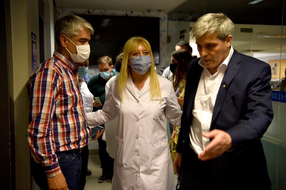 "COMPAÑERA. La ministra Rossana Chahla -será participante la semana próxima- con ""Tin"" Fernández."