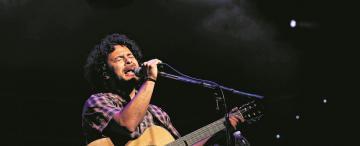 Raly Barrionuevo vuelve a su niñez en canciones